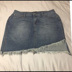 Size 11/30 celebrity pink frayed denim skirt
